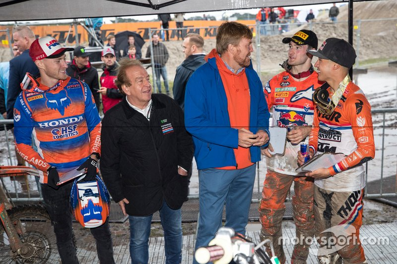 Willem-Alexander, re dei Paesi Bassi, e Lee van Dam, LdP, incontrano Calvin Vlaanderen, Jeffrey Herlings e Glenn Coldenhoff del TeamNL