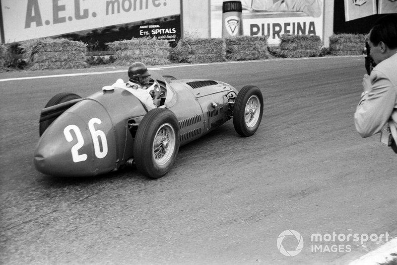 1954: 9 carreras – Campeón: Juan Manuel Fangio