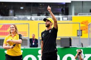 Daniel Ricciardo, Renault F1 Team waves to fans