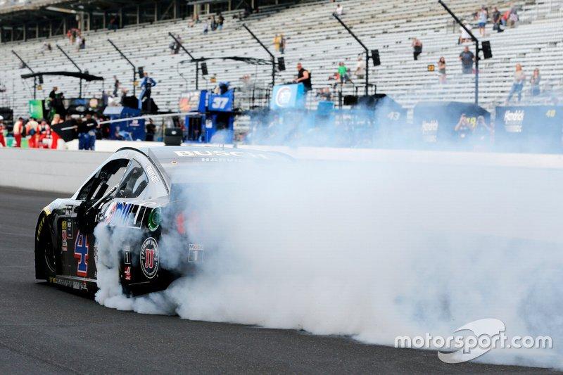 Race Winner Kevin Harvick, Stewart-Haas Racing, Ford Mustang Mobil 1