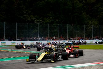 Nico Hulkenberg, Renault F1 Team R.S. 19, leads Sebastian Vettel, Ferrari SF90, Daniel Ricciardo, Renault F1 Team R.S.19, Lance Stroll, Racing Point RP19, Carlos Sainz Jr., McLaren MCL34, and the remainder of the field at the start