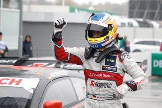 Il poleman Mike Rockenfeller, Audi Sport Team Phoenix