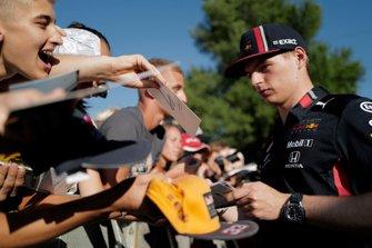 Max Verstappen, Red Bull Racing firma un autografo