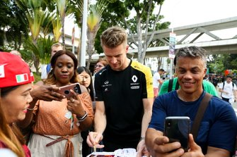 Nico Hulkenberg, Renault F1 Team signs an autograph for a fan