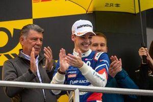 Подиум: победитель Александр Смоляр, R-ace GP