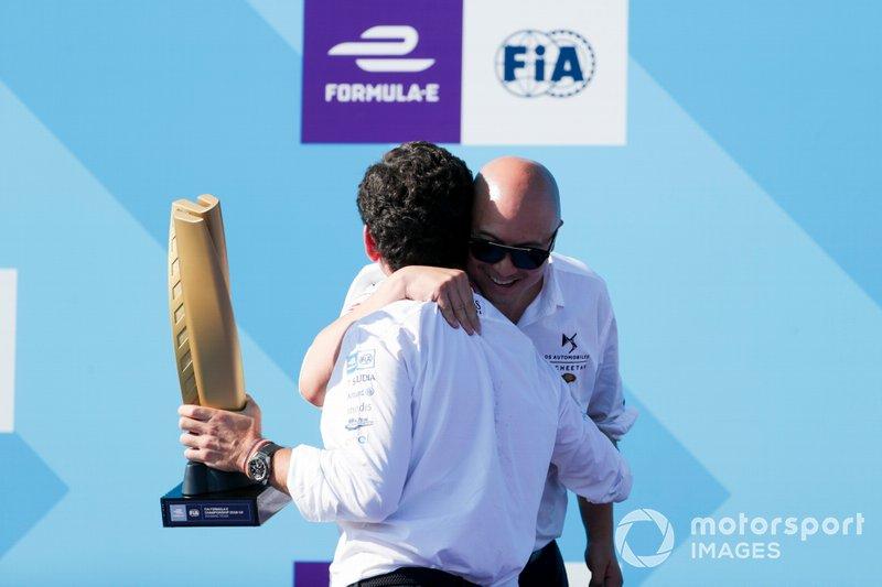 Edmund Chu, Presidente della DS TECHEETAH riceve il trofeo dedicato ai team sul podio