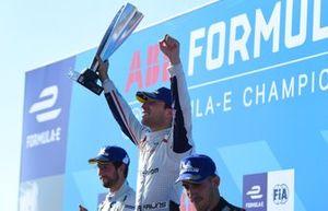 Ganador de la carrera, Robin Frijns, Envision Virgin Racing celebra