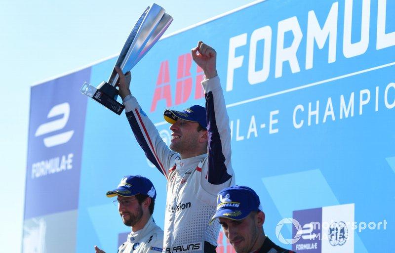 Il vincitore della gara Robin Frijns, Envision Virgin Racing festeggia sul podio