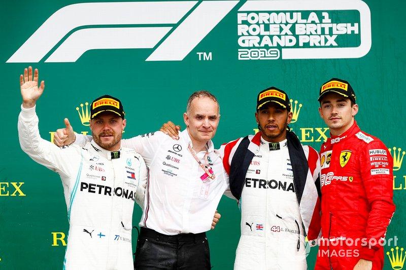 Valtteri Bottas, Mercedes AMG F1, il vincitore della gara Lewis Hamilton, Mercedes AMG F1 e Charles Leclerc, Ferrari, festeggiano sul podio