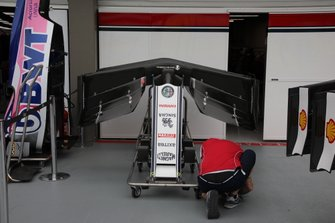 Alfa Romeo Racing C38, front wing