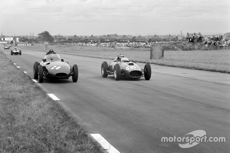 Tony Brooks, Vanwall; Stirling Moss, Vanwall en Mike Hawthorn, Ferrari