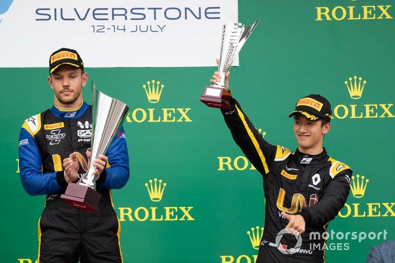Luca Ghiotto, UNI Virtuosi Racing , Guanyu Zhou, UNI Virtuosi Racing