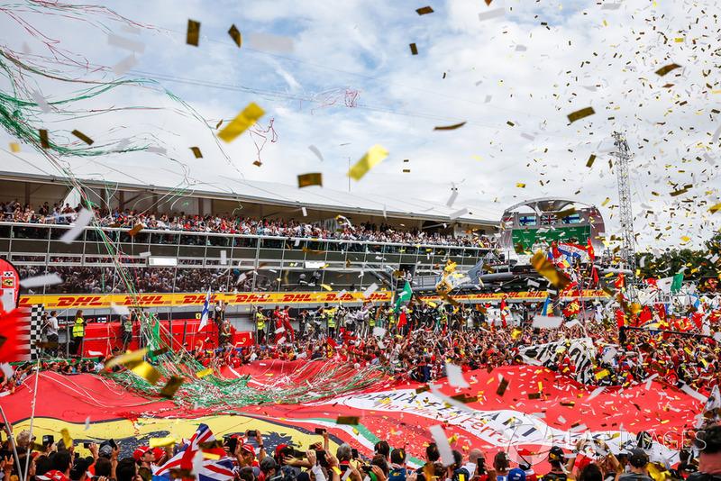 Fans y celebración