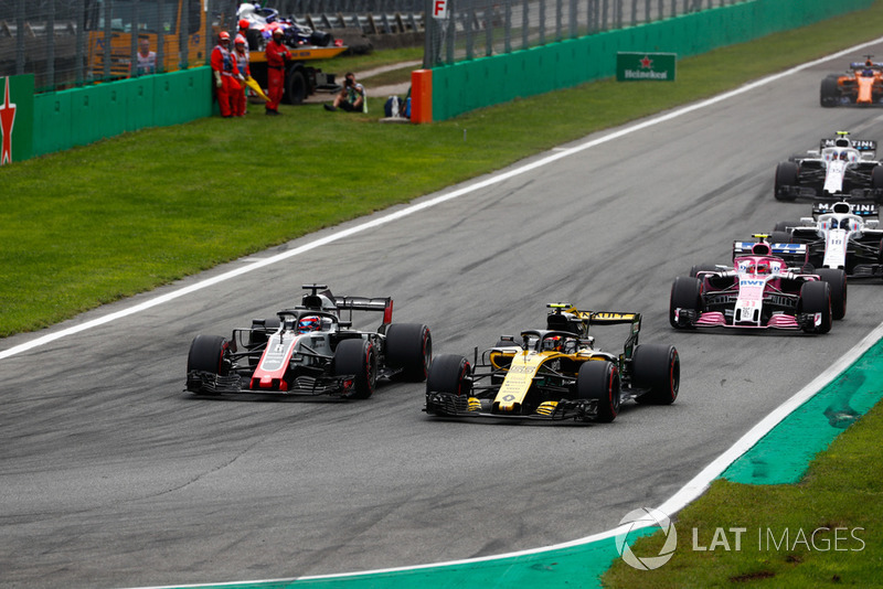 Carlos Sainz Jr., Renault Sport F1 Team RS 18, Romain Grosjean, Haas F1 Team VF-18, por delante de Esteban Ocon, Racing Point Force India VJM11, Lance Stroll, Williams FW41, y Sergey Sirotkin, Williams FW41