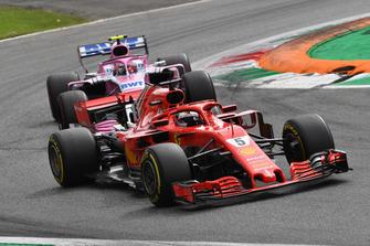 Sebastian Vettel, Ferrari SF71H en Esteban Ocon, Racing Point Force India VJM11