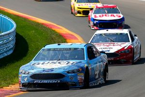 Kevin Harvick, Stewart-Haas Racing, Ford Fusion Busch Beer and Brad Keselowski, Team Penske, Ford Fusion Wabash National
