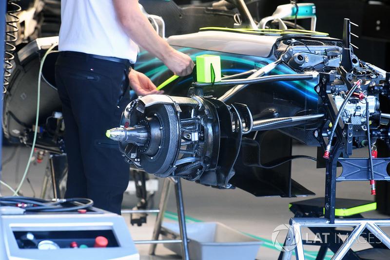 Mercedes AMG F1 W09 cubo de la rueda delantera
