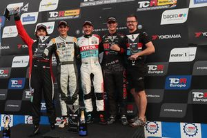 Podyum: Yarış galibi Jean-Karl Vernay, Leopard Lukoil Team Audi RS3 LMS TCR, 2. Mikel Azcona, PCR Sport Cupra TCR, 3. Josh Files, Hell Energy Racing with KCMG Honda Civic Type R TCR, Giovanni Altoè, Pit Lane Competizioni Audi RS3 LMS TCR