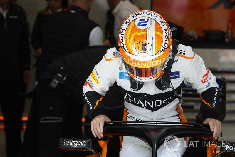 Stoffel Vandoorne, McLaren, drops into his seat