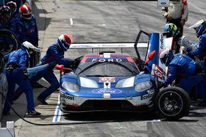 #67 Chip Ganassi Racing Ford GT, GTLM - Ryan Briscoe, Richard Westbrook pit stop.