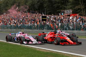 Esteban Ocon, Racing Point Force India VJM11, Sebastian Vettel, Ferrari SF71H, Lewis Hamilton, Mercedes AMG F1 W09 y Sergio Perez, Racing Point Force India VJM11 al inicio