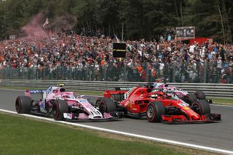 Esteban Ocon, Racing Point Force India VJM11, Sebastian Vettel, Ferrari SF71H, Lewis Hamilton, Mercedes AMG F1 W09 and Sergio Perez, Racing Point Force India VJM11 on lap 1