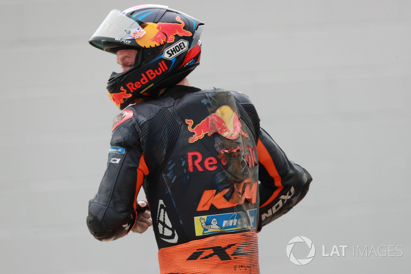 Bradley Smith, Red Bull KTM Factory Racing, después de la caída