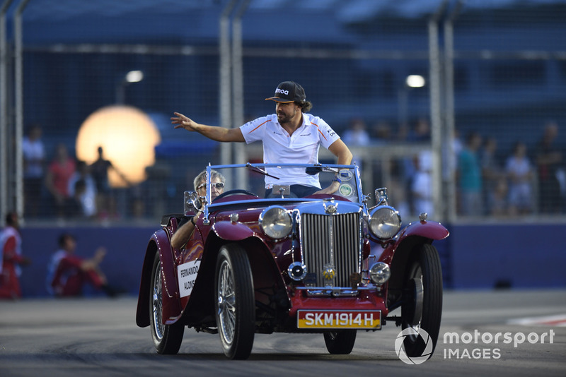 Fernando Alonso, McLaren on drivers parade