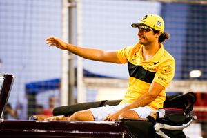 Carlos Sainz Jr., Renault Sport F1 Team, lors de la parade des pilotes