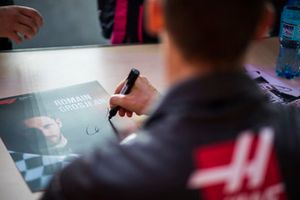 Romain Grosjean, Haas F1 Team, firma autografi