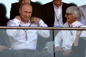 Vladimir Putin, Presidente della Russia, e Bernie Ecclestone, CEO Formula One Group (FOM)