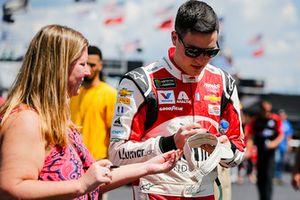 Alex Bowman, Hendrick Motorsports, Chevrolet Camaro LLumar and fans
