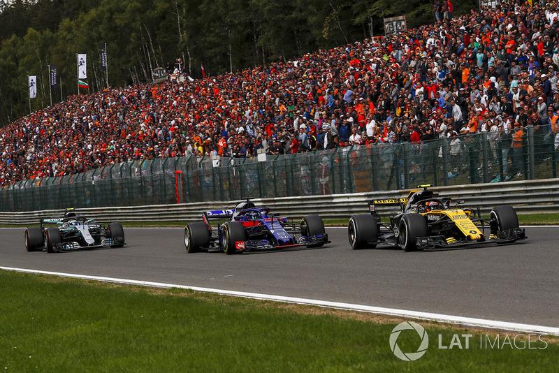 Carlos Sainz Jr., Renault Sport F1 Team R.S. 18 i Brendon Hartley, Scuderia Toro Rosso STR13