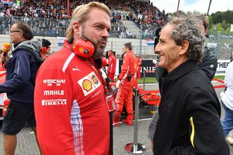 Gino Rosato, Ferrari and Alain Prost, Renault Sport F1 Team Special Advisor on the grid