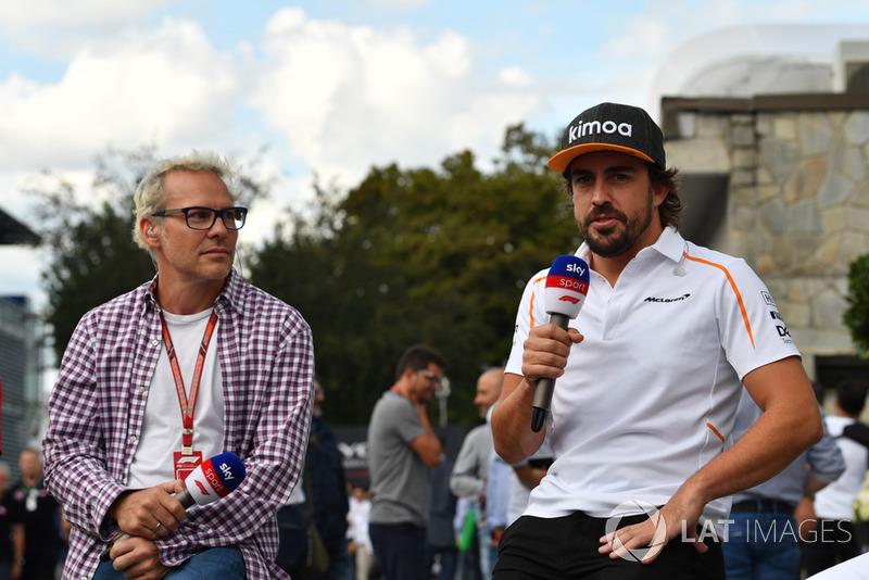"""Fernando Alonso: """"Magnussen queria correr na curva 1. Estávamos todos andando juntos ao fim da volta de saída dos boxes e, com todo o trânsito, uma das Haas decidiu ultrapassar e começar a volta no meio dos carros que estavam mais ou menos em posição."""""""