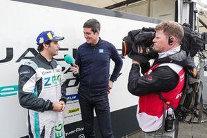 Il presentatore Vernon Kay intervista Sérgio Jimenez, Jaguar Brazil Racing