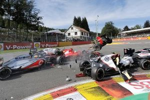 Romain Grosjean, Lotus F1 Team RS27, crash