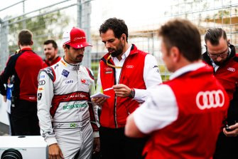 Lucas Di Grassi, Audi Sport ABT Schaeffler chats with his engineer