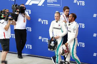 Racewinnaar Lewis Hamilton, Mercedes AMG F1, tweede plaats Valtteri Bottas, Mercedes AMG F1