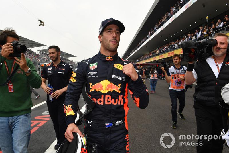 Ganador de la pole Daniel Ricciardo, Red Bull Racing celebra en Parc Ferme