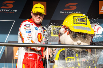 Podium: race winner Scott McLaughlin, DJR Team Penske