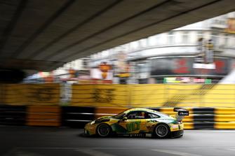 #55 Craft Bamboo Racing Porsche 911 GT3 R: Darryl O'Young