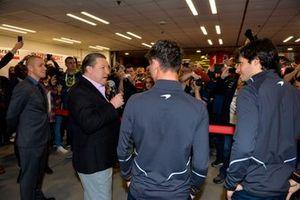 Zak Brown, Carlos Sainz Jr. y Lando Norris en el show el sábado
