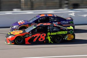 Martin Truex Jr., Furniture Row Racing, Toyota Camry Bass Pro Shops/5-hour ENERGY and Denny Hamlin, Joe Gibbs Racing, Toyota Camry FedEx Office