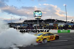 Joey Logano, Team Penske, Ford Fusion Shell Pennzoil, celebrates
