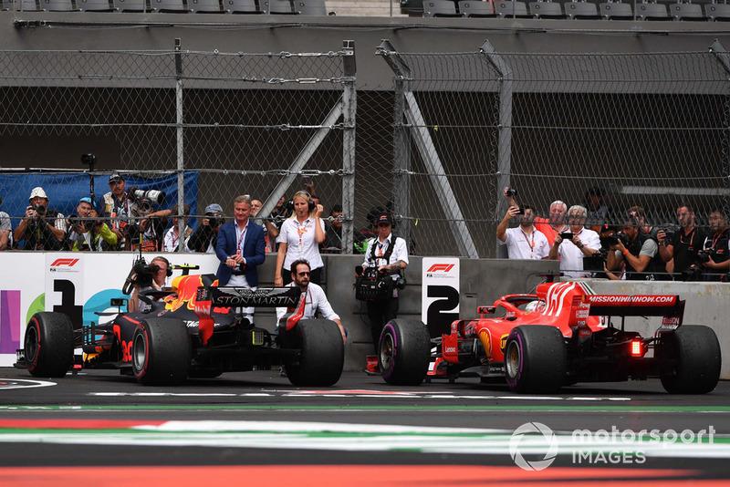 Max Verstappen, Red Bull Racing RB14 y Sebastian Vettel, Ferrari SF71H en Parc Ferme
