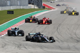 Lewis Hamilton, Mercedes AMG F1 W09 EQ Power+ leads Valtteri Bottas, Mercedes AMG F1 W09 EQ Power+, Sebastian Vettel, Ferrari SF71H and Daniel Ricciardo, Red Bull Racing RB14