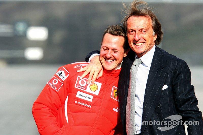 Luca di Montezemolo, Presidente Ferrari, (a destra) abbraccia Michael Schumacher