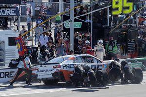 Regan Smith, Leavine Family Racing, Chevrolet Camaro Procore pit stop