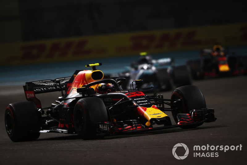 Max Verstappen, Red Bull Racing RB13, Valtteri Bottas, Mercedes AMG F1 W09 EQ Power+, y Daniel Ricciardo, Red Bull Racing RB14